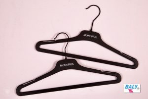 HIGH QUALITY DRESS, BLOUSE, SHIRT AND KNITWEAR HANGERS SAMPLE 3